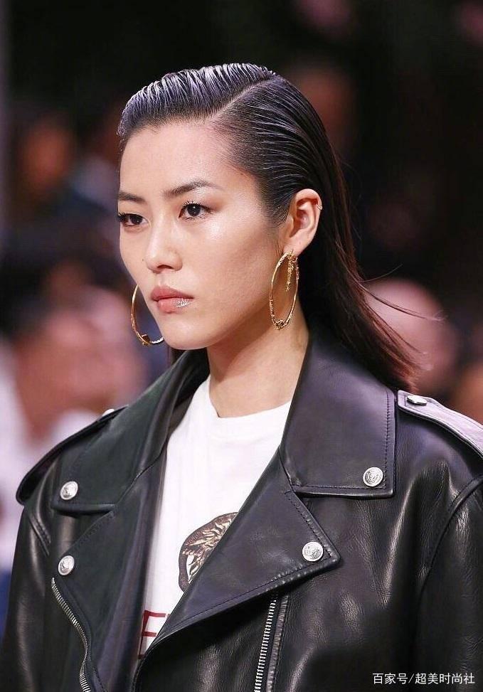 刘雯Bella同台比帅 靳东看秀造型全靠颜值撑?