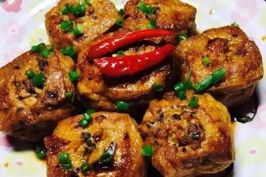 油豆腐塞肉,木耳洋葱,番茄烧豆腐的做法