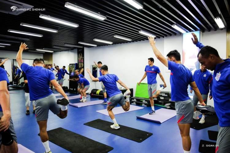 申花已在人工球场训练3天 崔康熙:没法正常备战很遗憾