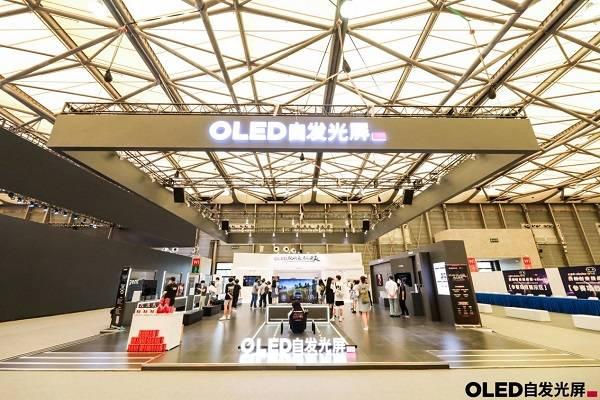 OLED自发光屏亮相UDE2021, 观众:OLED玩的爽,看的更爽!