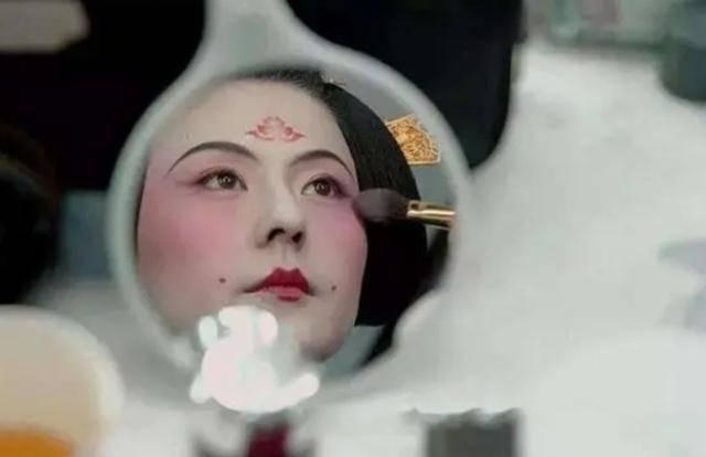 """日本""""烟花女""""雪子:为等候19岁邂逅的那份爱情,74岁仍站街"""