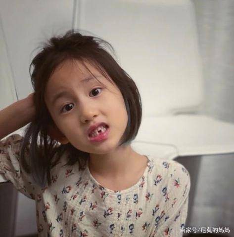 继黄多多染发后,7岁多妹也染发做美甲,黄磊教育普通人学不来