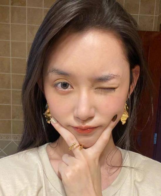 图片[3]-蒋依依晒浴室摆拍,当她把脸皱到一起,才明白什么叫天然妈生脸-番号都