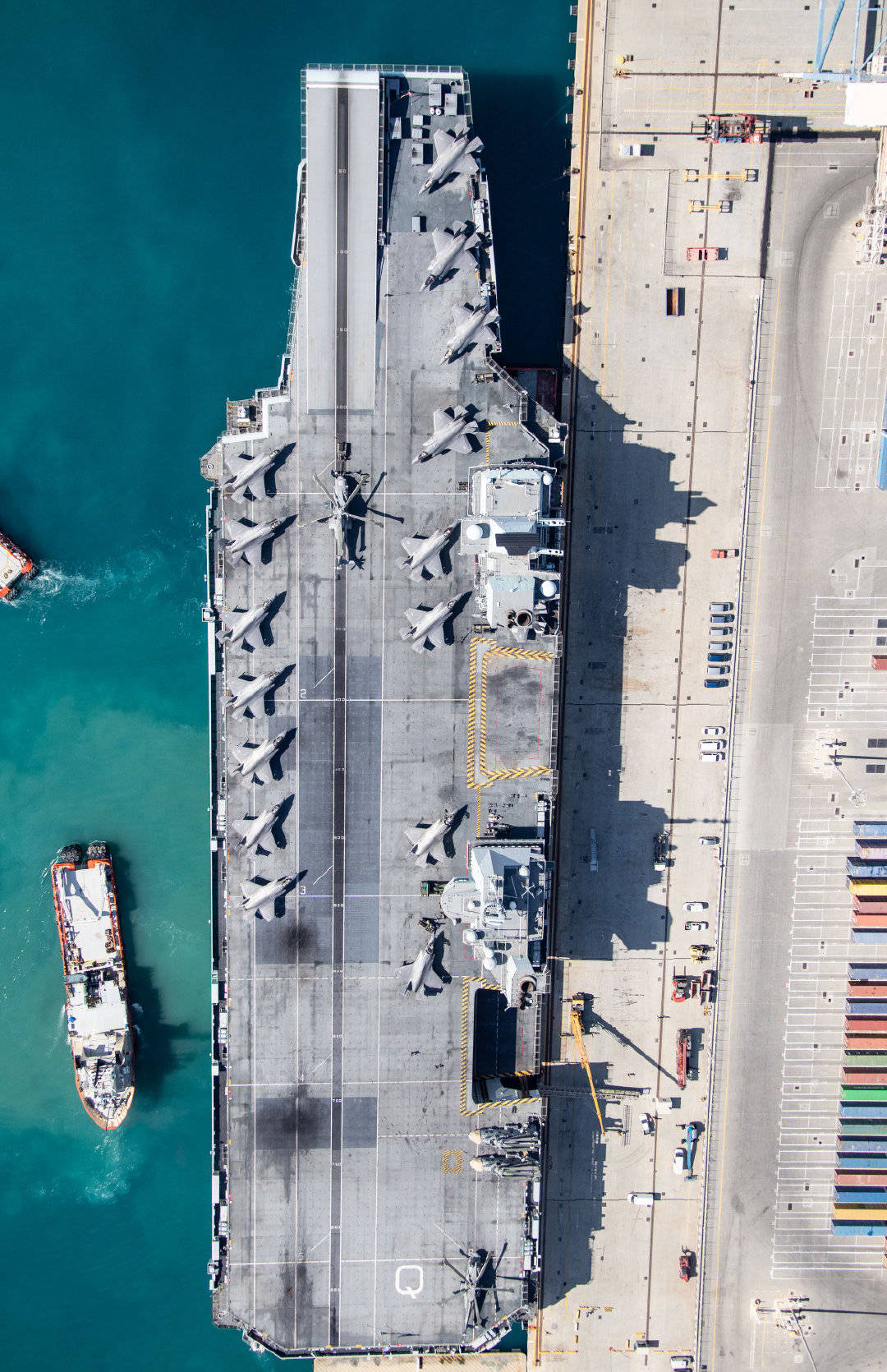 F-35B fighter aircraft on the deck of HMS Queen Elizabeth