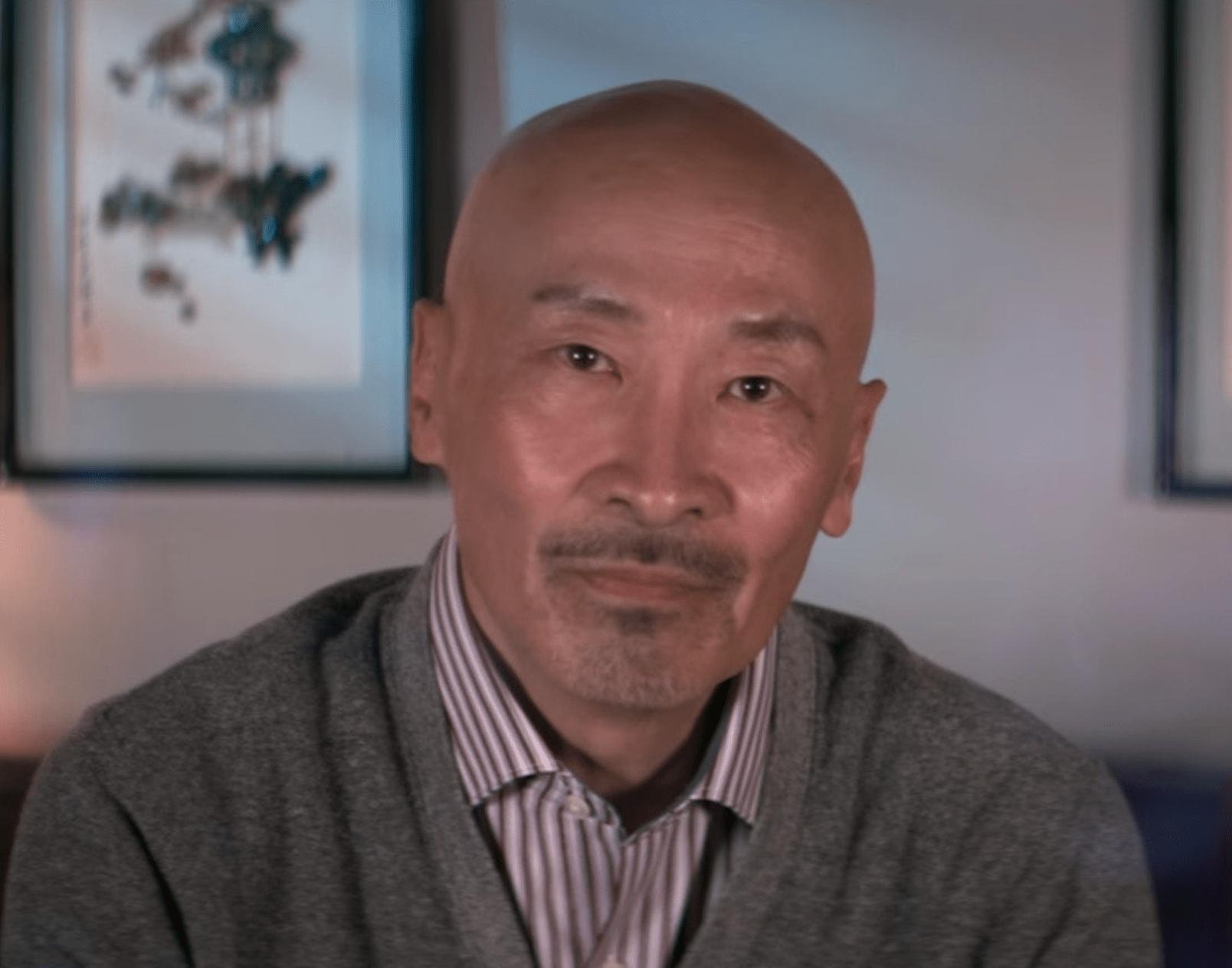 64岁TVB绿叶李子奇近况曝光,转行做旅游主播,满脸胡渣很沧桑认不出