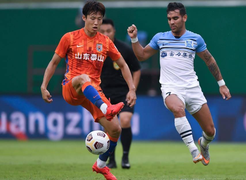 中超顶级后腰在韩国难踢主力,2个月考验升级,直接影响中超争冠