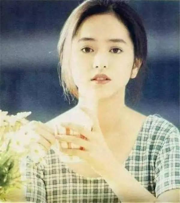她是林志颖的初恋 婚姻失败后 她做了一名销售小姐 她40岁时就已经白发苍苍了