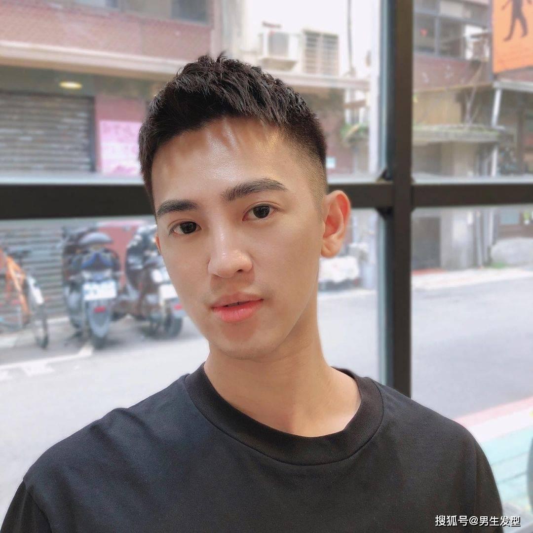 男生25岁以后,发型别剪锅盖头,留这6款发型更显潮流帅气