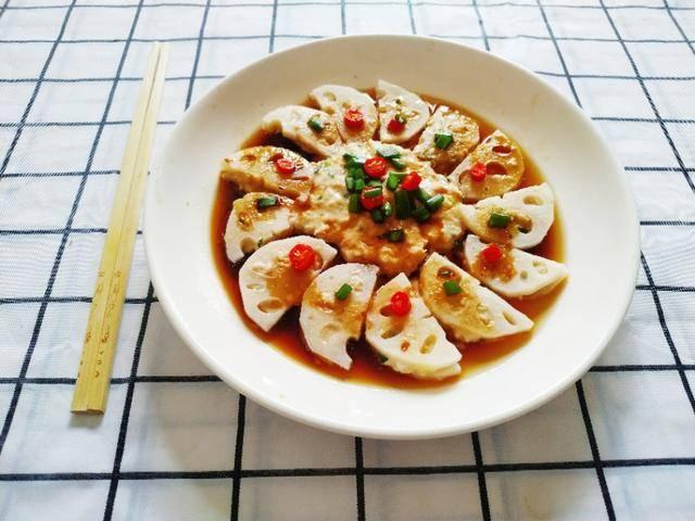 中秋节前后多吃莲藕,2块钱1斤比牛肉还美味,剁剁蒸蒸就端上桌
