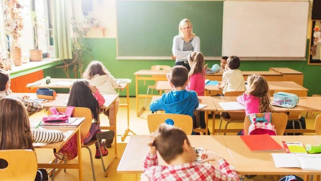 老师可以移民加拿大吗?政府出手,加拿大幼师工资大涨!