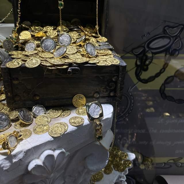 解析珠宝展财富密码,新品如何引爆?chaulin尚灵未来钛金古币系列告诉你