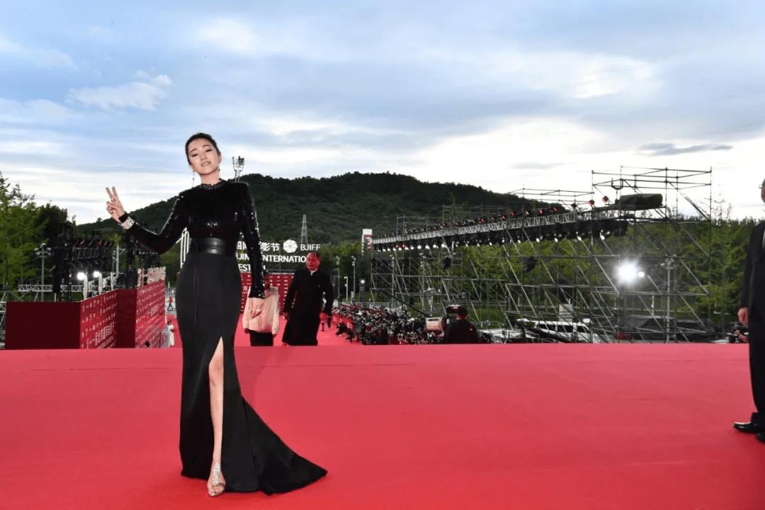 图片[3]-北影开幕红毯:佟丽娅让人眼前一亮,杨颖变土了,姚晨成功丑到我-妖次元