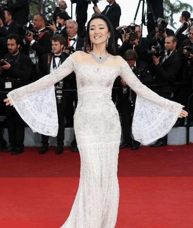 图片[7]-国内女星走欧洲三大红毯,铆足劲好精彩,有人土到国外,有人争光-妖次元