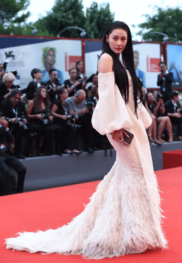 """图片[25]-国际顶尖红毯上的""""最佳着装"""",大多风头出尽,中国明星也曾上榜-妖次元"""