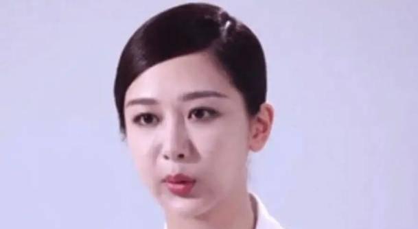 杨紫新造型被质疑嘴歪?脸部浮肿状态十分不佳,看起来像老了10岁