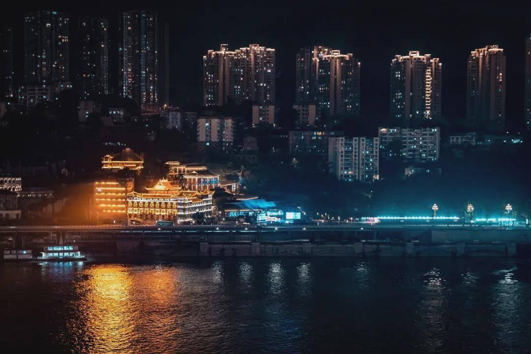 山城重庆,时尚一江水:2021中国重庆国际时尚周在南滨路盛大开幕