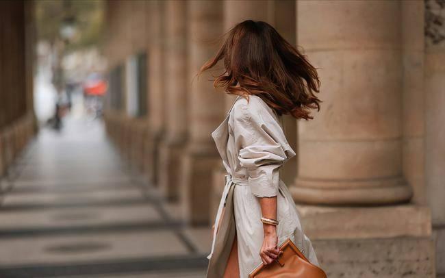 秋天不错过这件单品!风衣演绎优雅复古风,穿起来太显气质卡其色领口牛仔