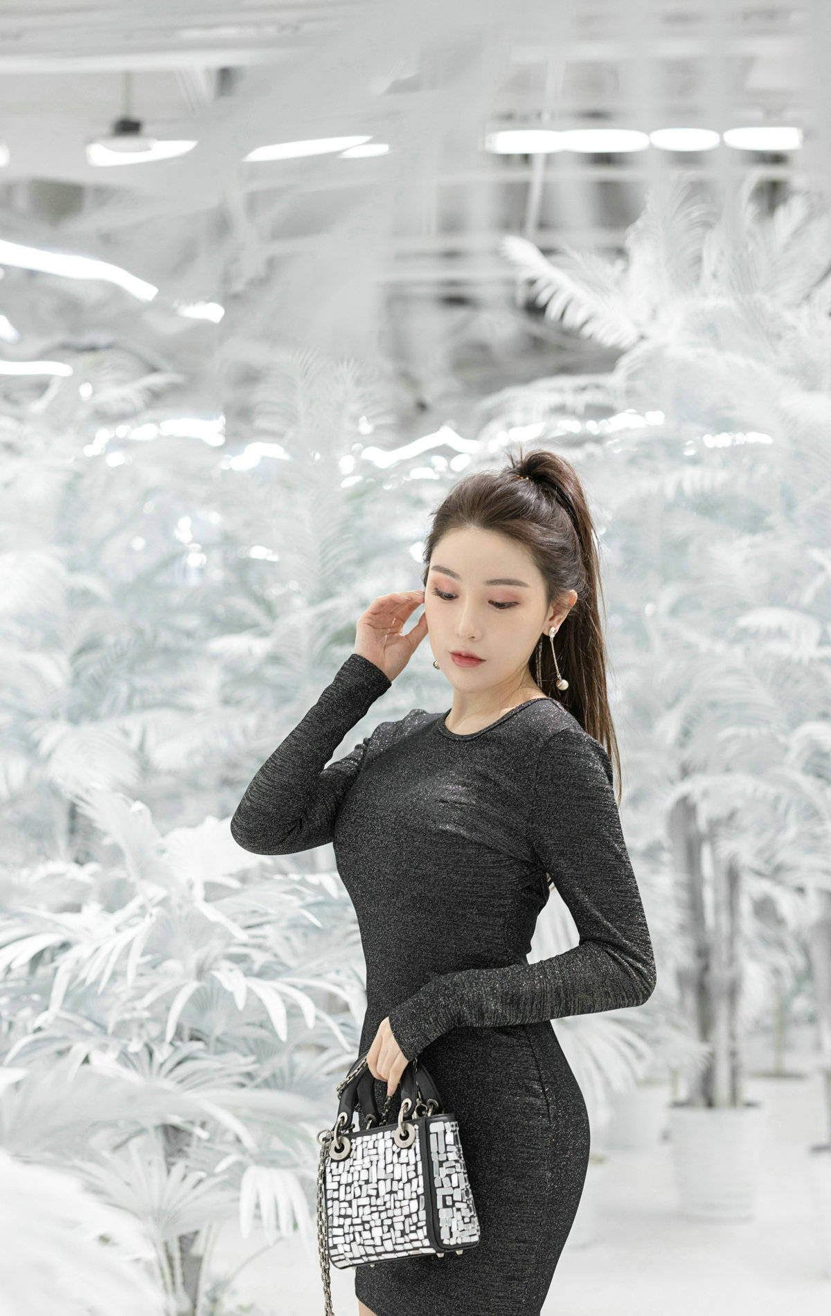 修身的连衣裙无论是单穿,还是作为内搭,都是十分时尚有型
