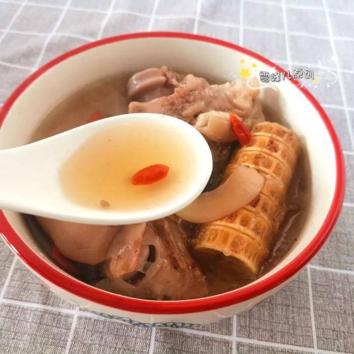 猪蹄汤有异味?想做出好喝的猪蹄汤,这步不能少!汤特鲜美没异味