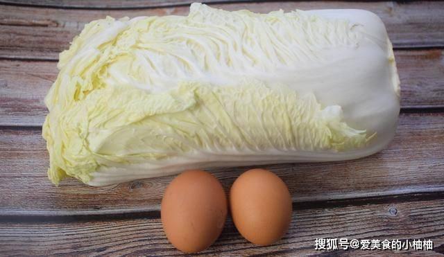 白菜里加2个鸡蛋,不炒不炖,孩子多吃猛长个,比吃肉还香