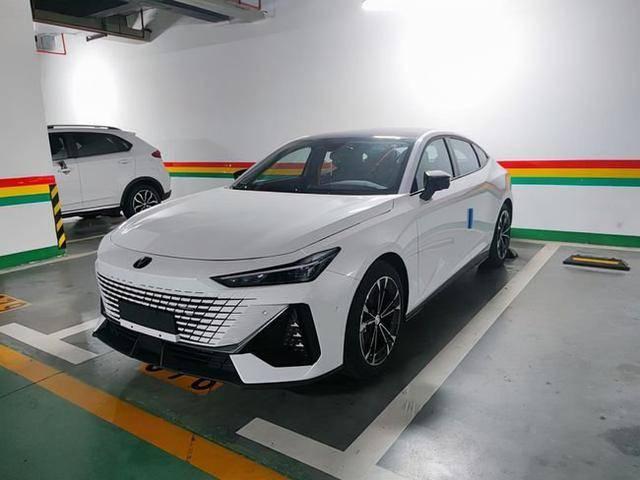 """长安UNI-V实车曝光,说它是""""国产最美轿跑"""",没毛病吧?gy7"""