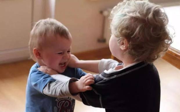 孩子打人怎么办?都是自控力差惹的祸!培养宝宝自控力这样做