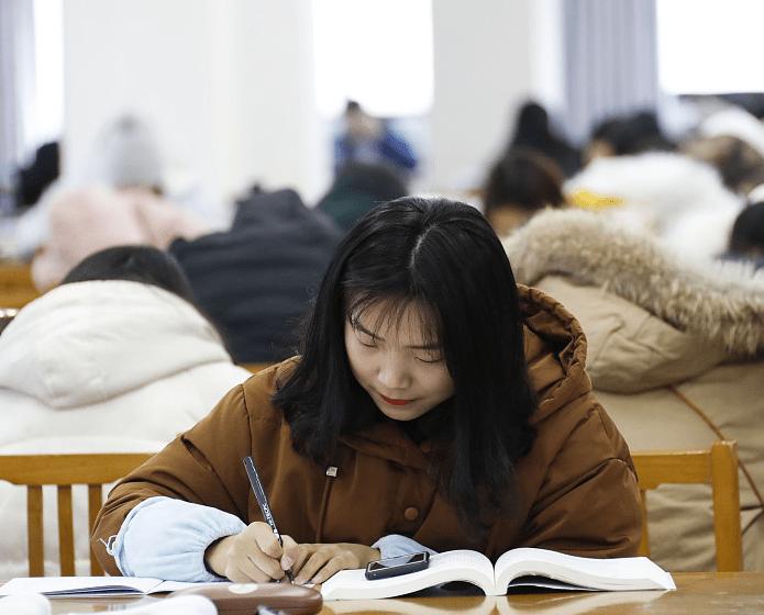 """大学里那些""""熬到头秃""""的专业,据说比高三还累,有你的专业吗?"""