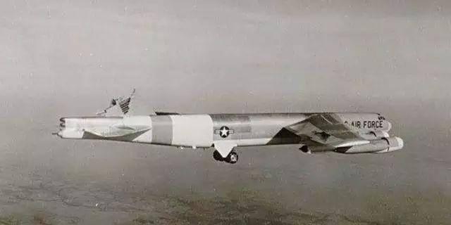 飞机上哪一个部件掉下来最吓人?
