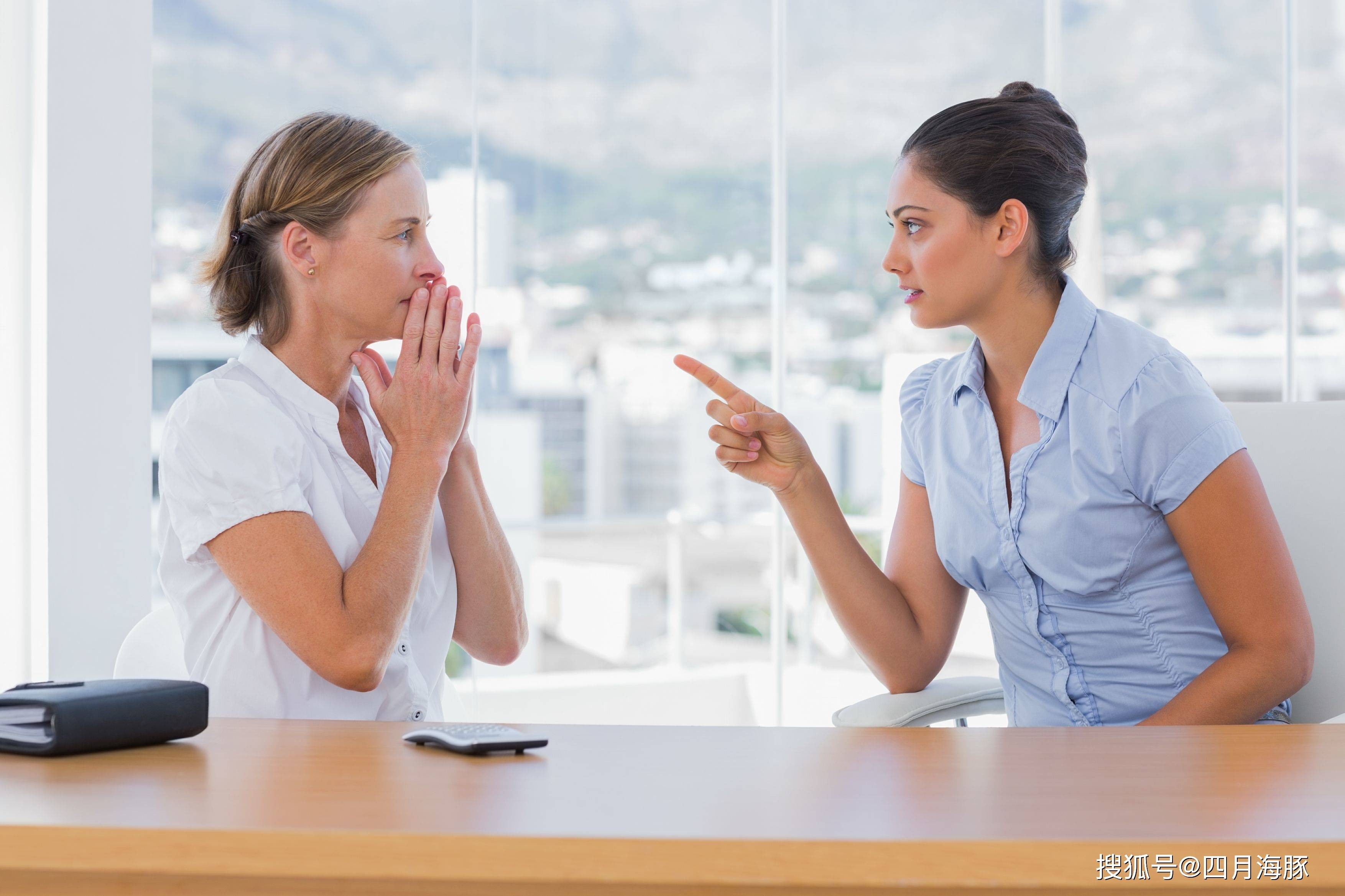 感觉自己工作能力比同事差 工作能力差被同事嘲笑