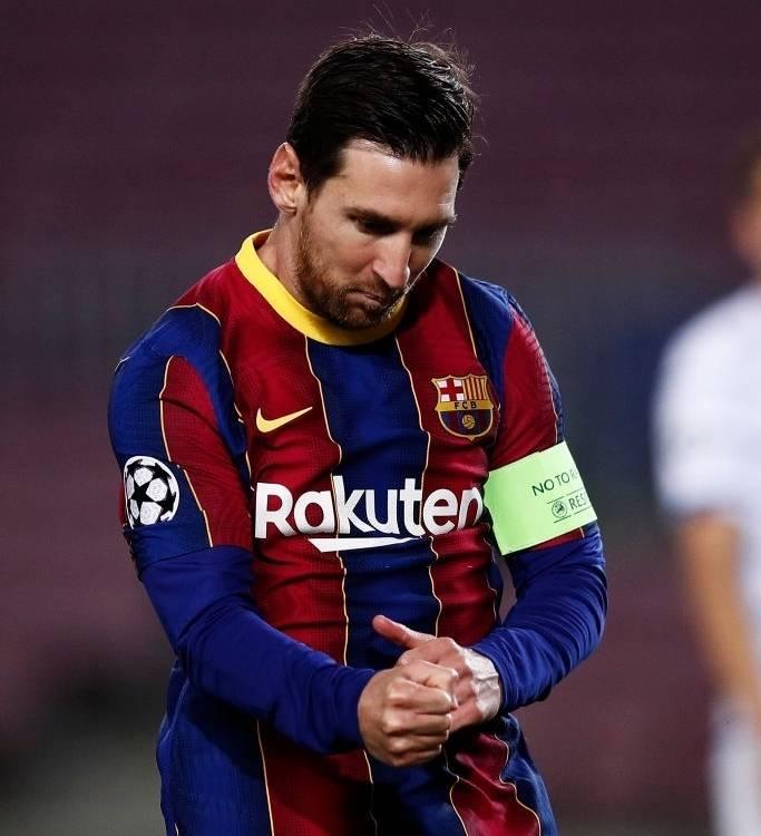 梅西为慈善事业送签名球衣!还被西班牙前主教练夸:世界第一人!