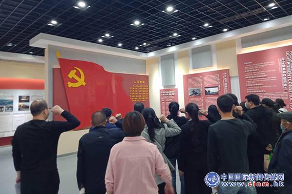 """华夏名门社区开展""""打卡红色记忆,发扬红色传统,传承红色基因""""主题党日活动"""