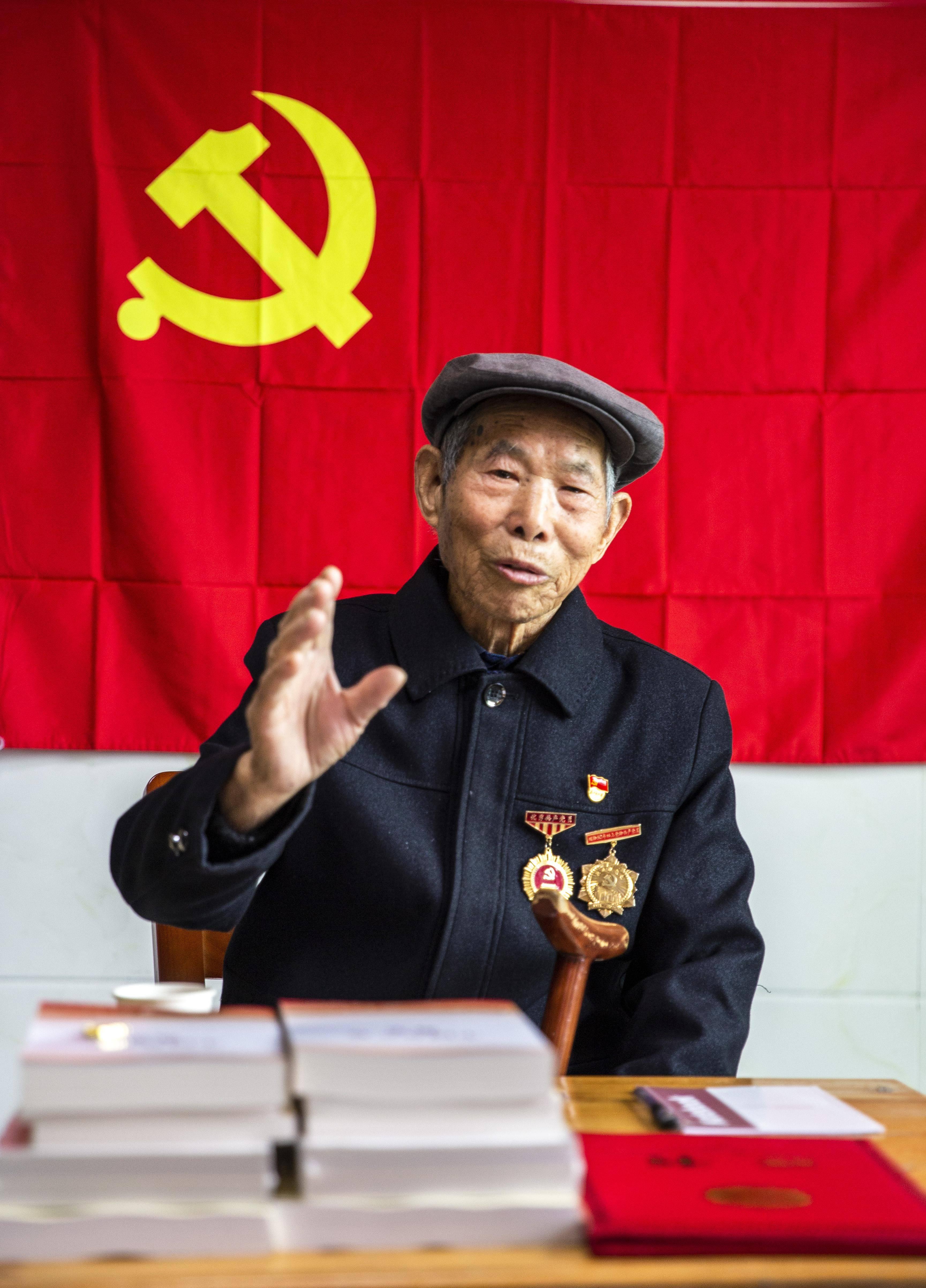 党史活教材,67年党龄老人屋场党课开讲了插图(3)
