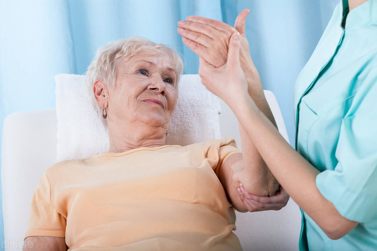 骨科大夫 | 这个病更偏爱女性!50岁以上患病率达32%