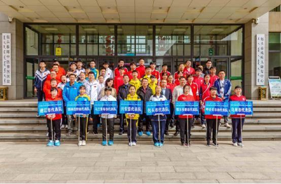 内蒙古首届听力残疾人旱地冰壶比赛在包举行