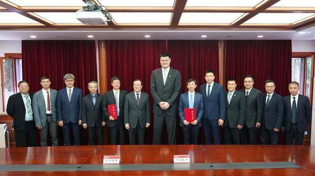 将中国篮球推向世界,成为第一中锋!美国人:不可思议!