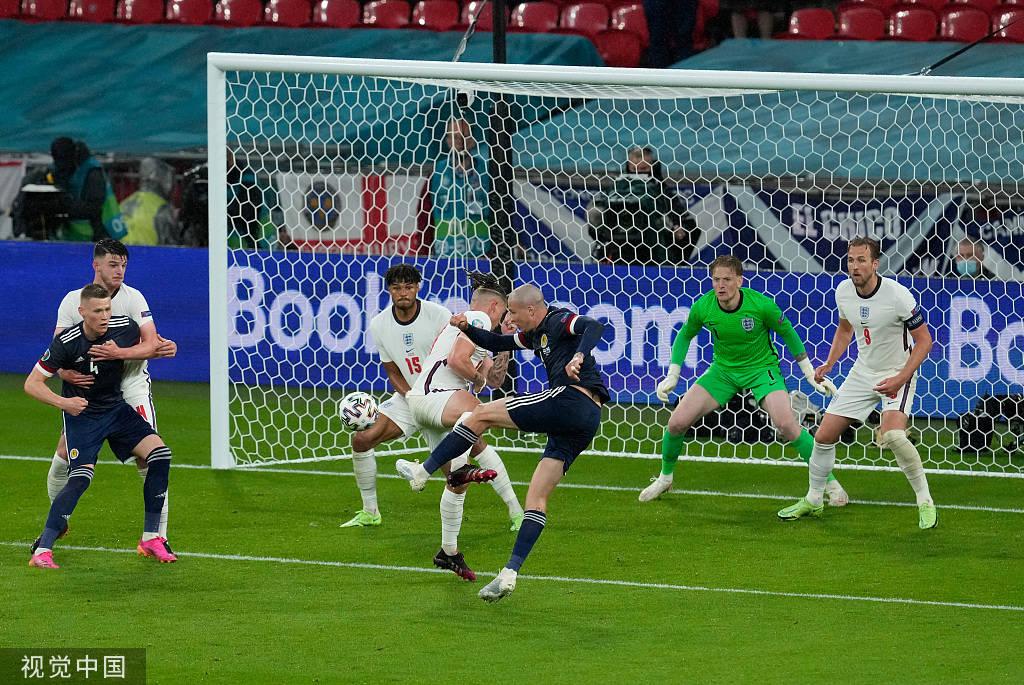 欧洲杯-斯通斯头球中柱斯特林失良机 英格兰0-0苏格兰