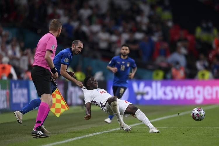 曝英格兰球迷请愿欧洲杯决赛重赛 已有近15万人签名_众发娱乐平台