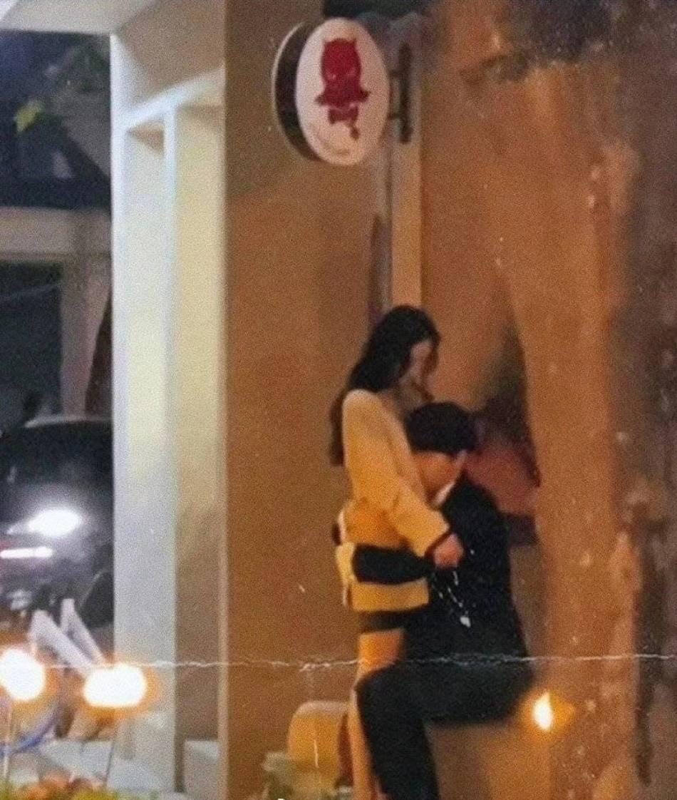 《爱的二八定律》新路透曝光 杨幂与许凯街边拥抱