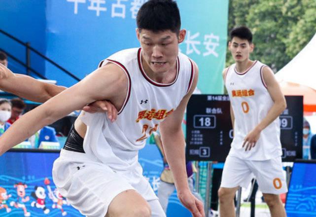 三人男篮-奥运联合队4胜0负 王哲林复苏福建首胜