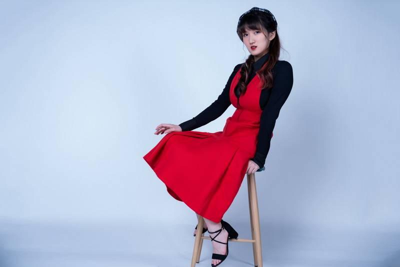孙美琪首发原创单曲《白日蓝梦》 英伦摇滚引发灵感共鸣