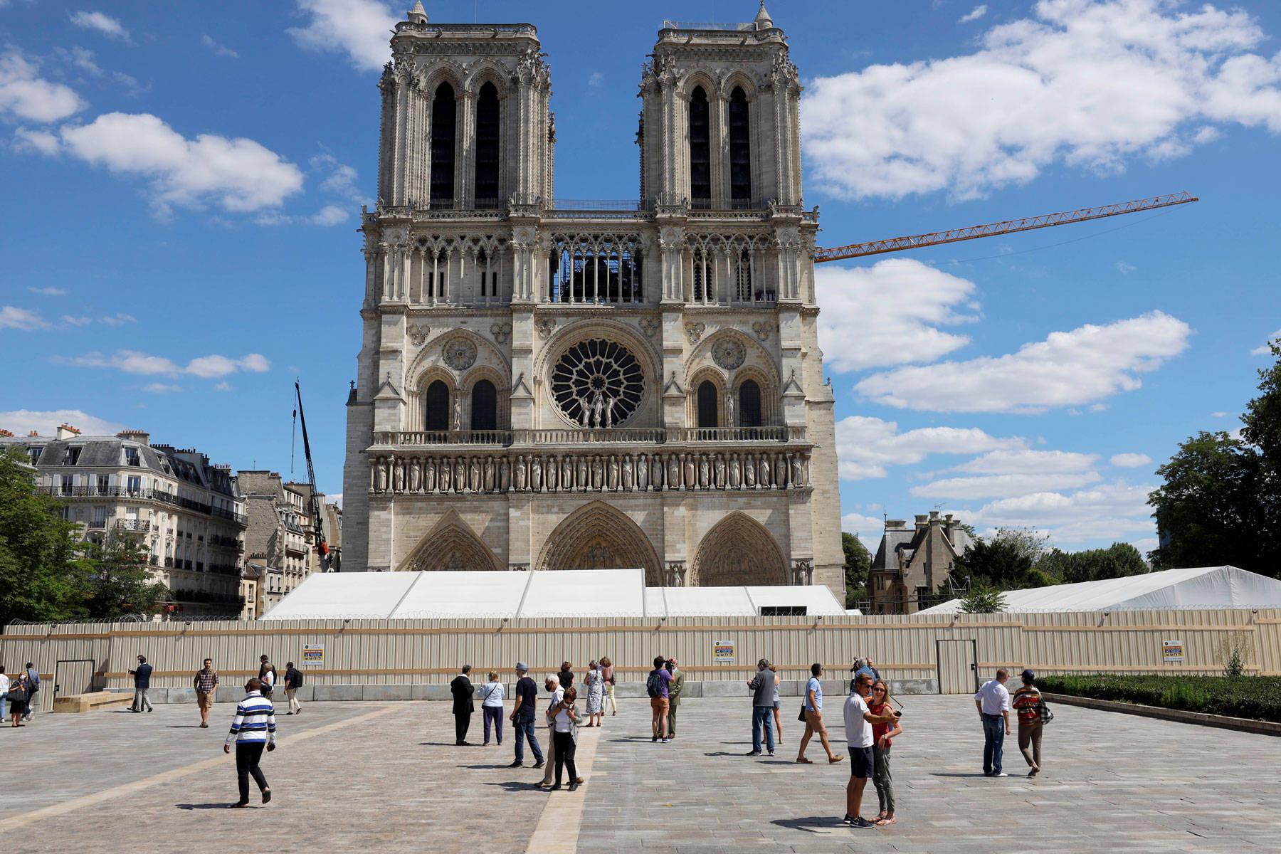 巴黎圣母院前广场开放