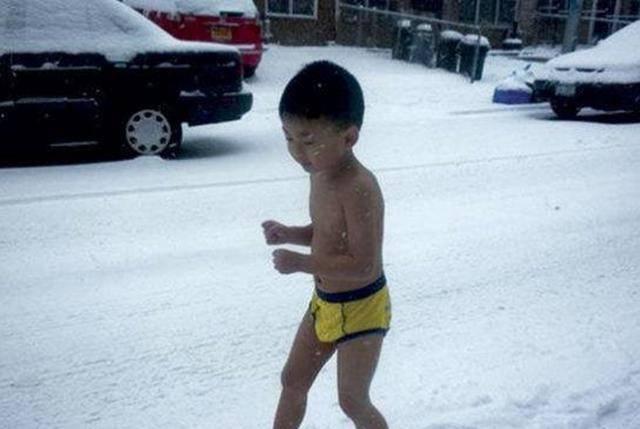 """8年前的""""裸跑弟""""!12岁的何宜德11岁时就已从南京大学专科毕业,今年准备同时攻读硕士和博士"""