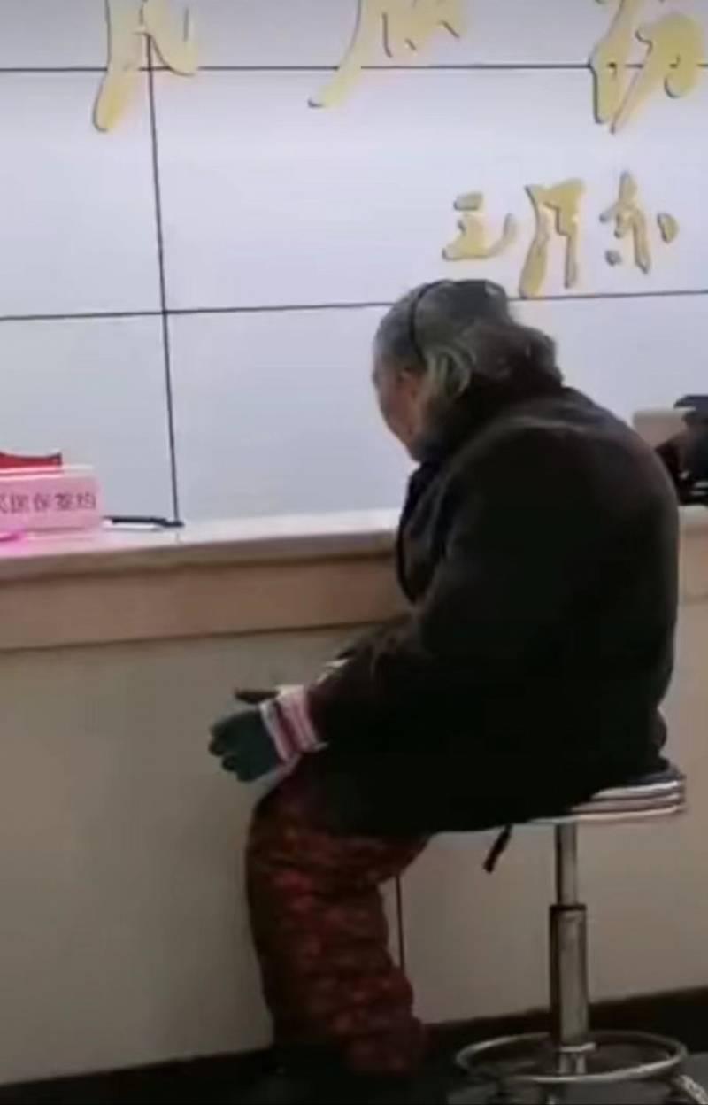 人民银行集中整治拒收现金!宜昌老人现金交医保被拒曾引热议