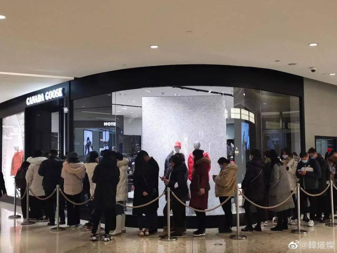 """""""加拿大鹅卖断货""""上热搜!上海还真的有一堆人在排队!羽绒服鄙视链 侬晓得伐? 爸爸 第13张"""