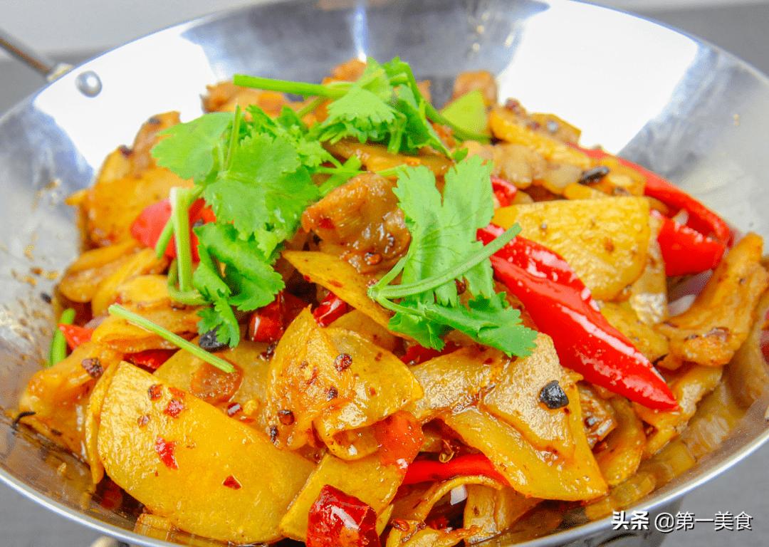 每次去饭店都想吃的干锅土豆!简单操作在家也能做出饭店的味道