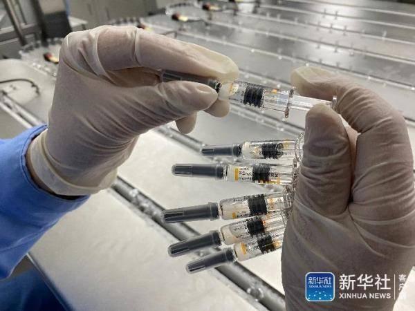 参观北京新冠肺炎疫苗车间:24小时不间断生产