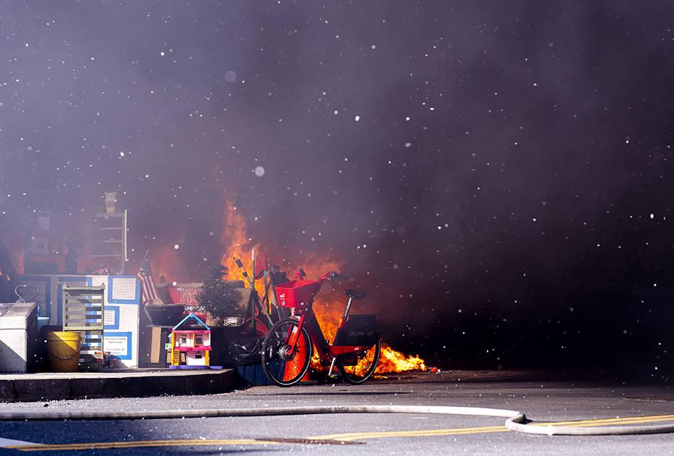 美国会大厦附近起火一度被封锁