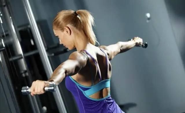 做好这2个动作,帮你完美塑形背部肌群,练出雄壮迷人的倒三角_肌肉