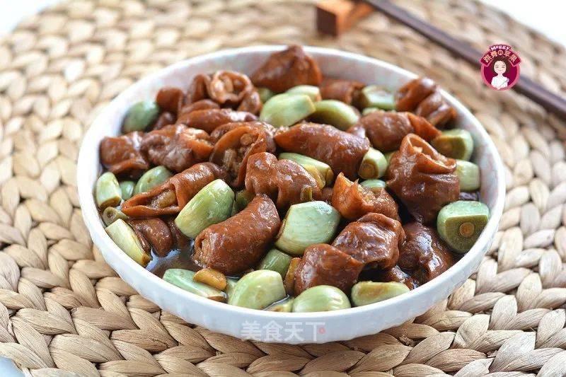 腊八蒜烧肥肠:味道醇香,开胃解馋