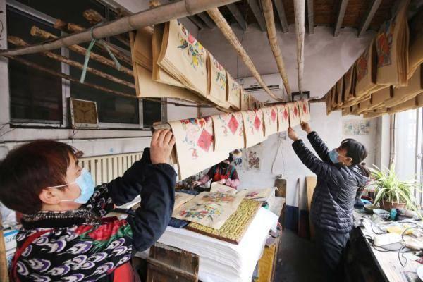 山东潍坊:杨家埠年画赶印忙